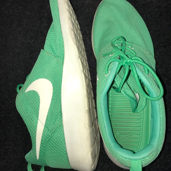 hot sales 17a5e ee120 mens green nike roshes